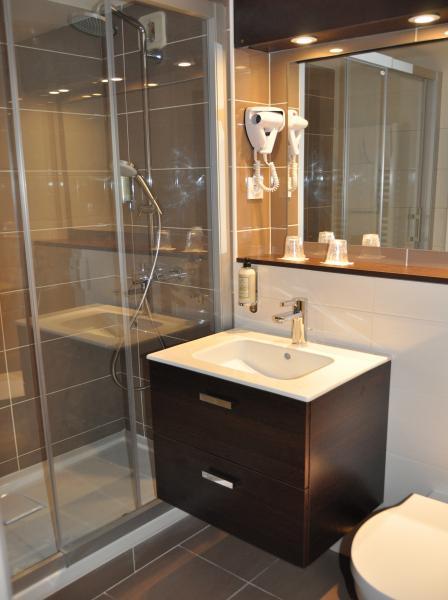 salle de douche eden park hôtel pont l'évêque deauville