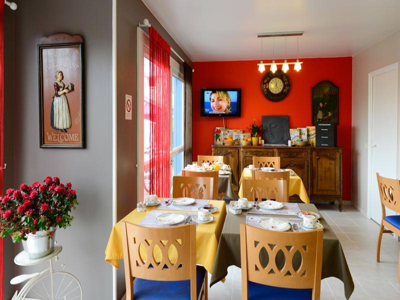 salle petit dejeuner motel les bleuets