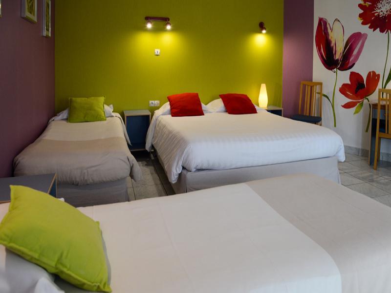 chambre 4 personnes (un grand lit 160*200 et deux lits 80*200)