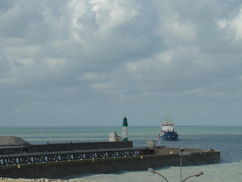 entrée du port du treport et son phare