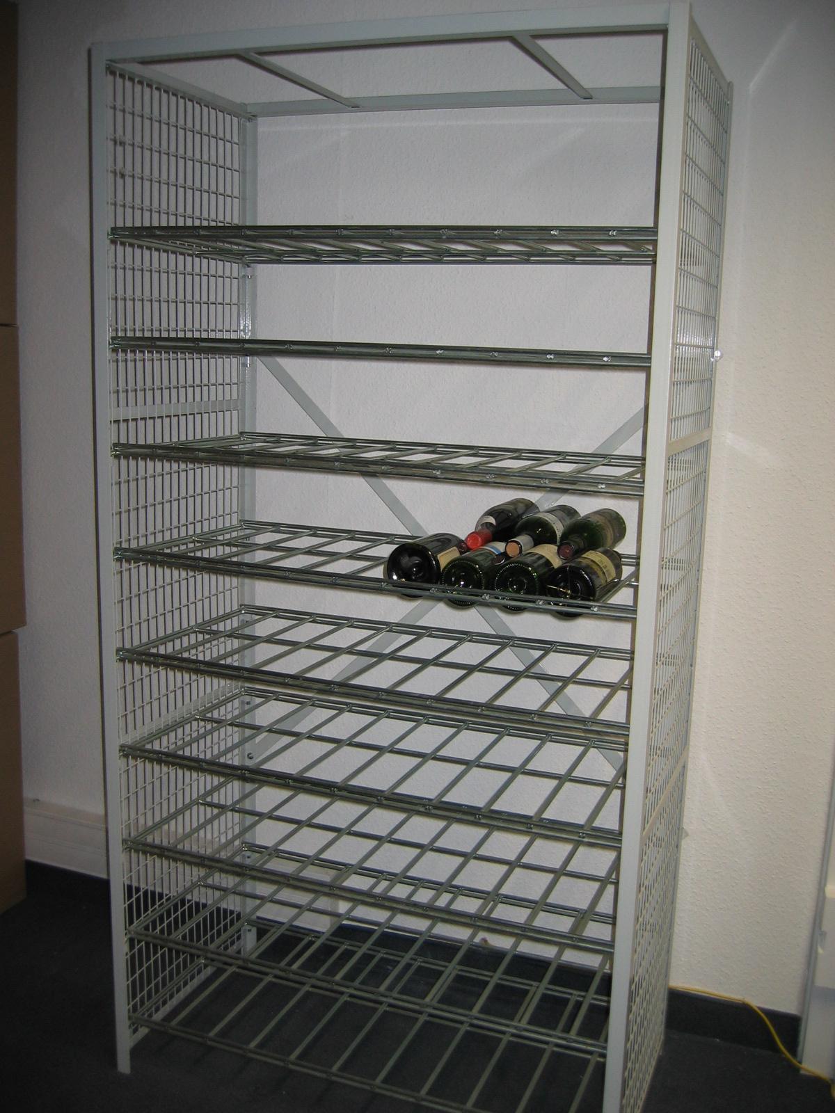 Les casiers à bouteilles avec étagères