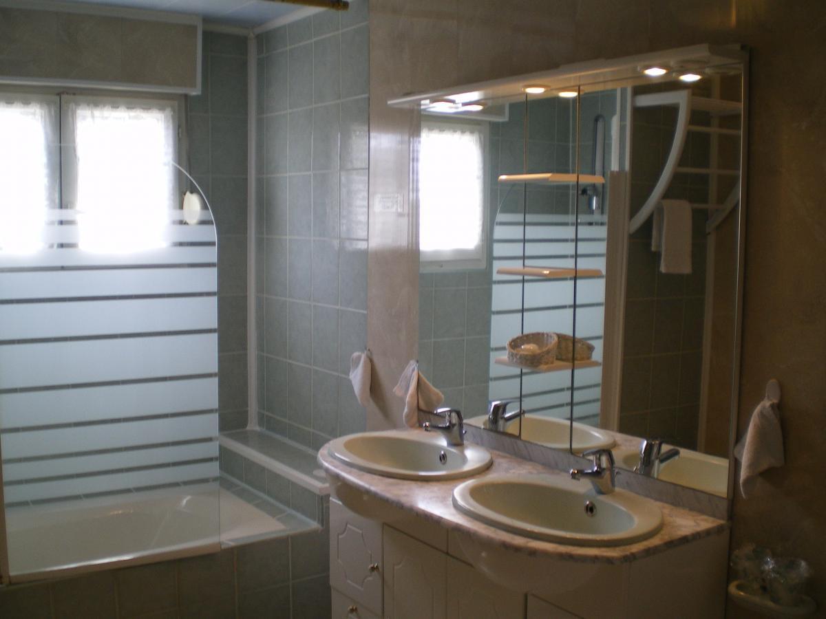 salle de bains - chambre familiale