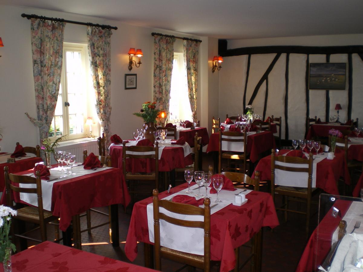 salle du restaurant de l'auberge
