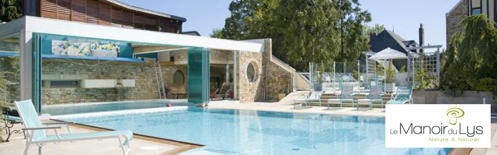 Hotel de charme 4 étoiles en Normandie, Le Manoir du Lys vous propose un séjour détente auprès de sa piscine ou unséjour gastronomique grace à sa table 1 étoile au guide michelin.