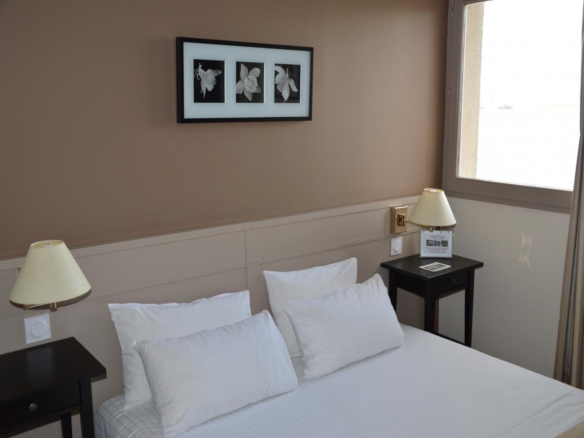 CHAMBRE DOUBLE HOTEL EDEN PARK PONT L EVEQUE DEAUVILLE