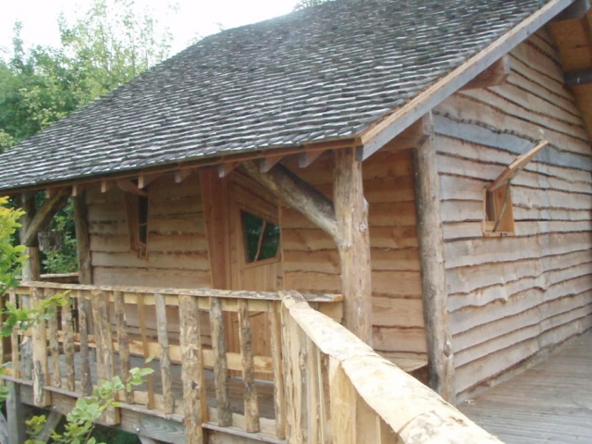 S jour insolite en normandie cabane dans les bois en for Cabane en bois 5m2