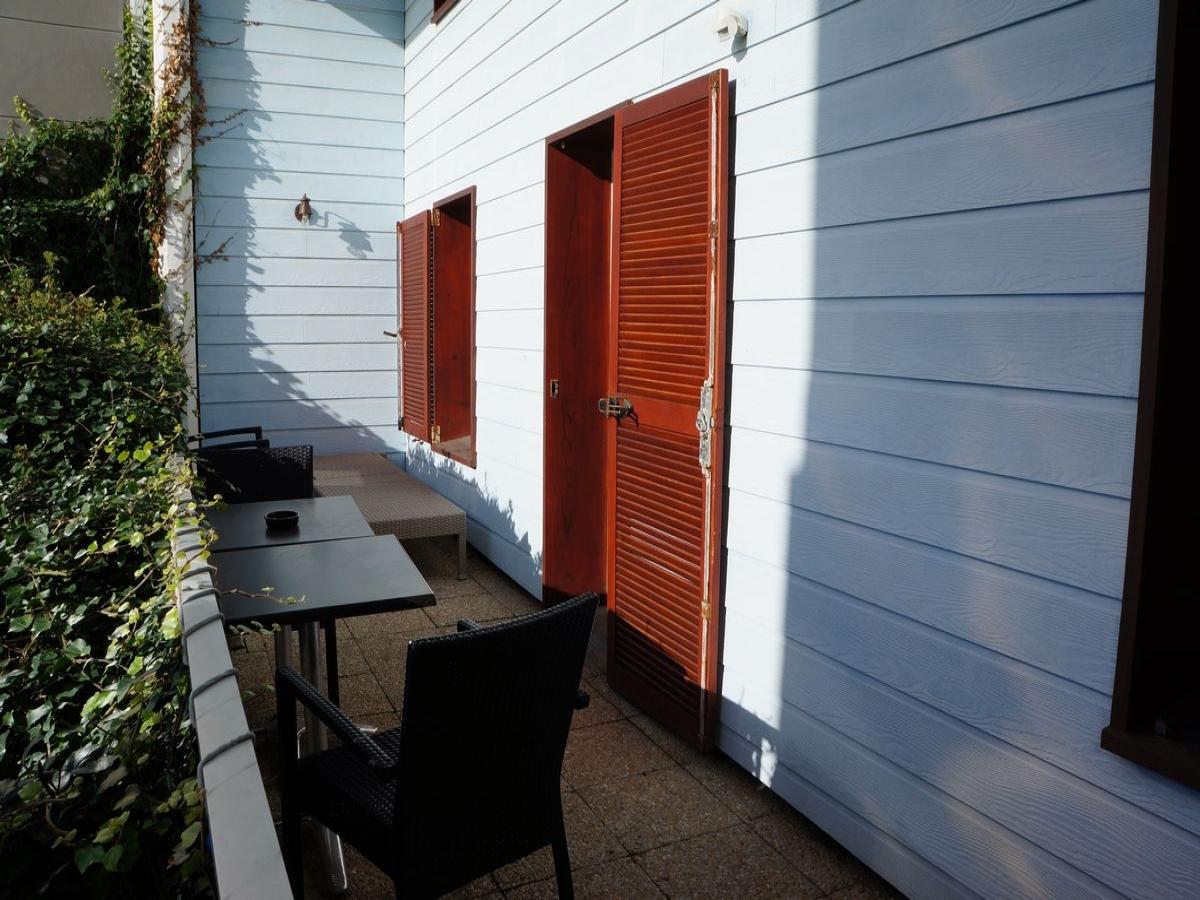 hotel le havre appartement vue sur mer au havre. Black Bedroom Furniture Sets. Home Design Ideas