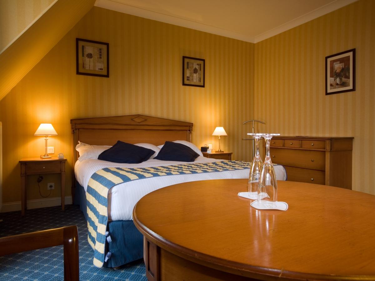 Chambre Confort, décoration Directoire à Villers sur Mer