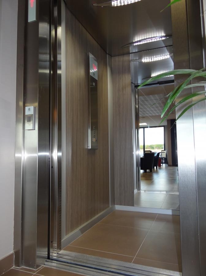ascenceur  acces aux 2 etages
