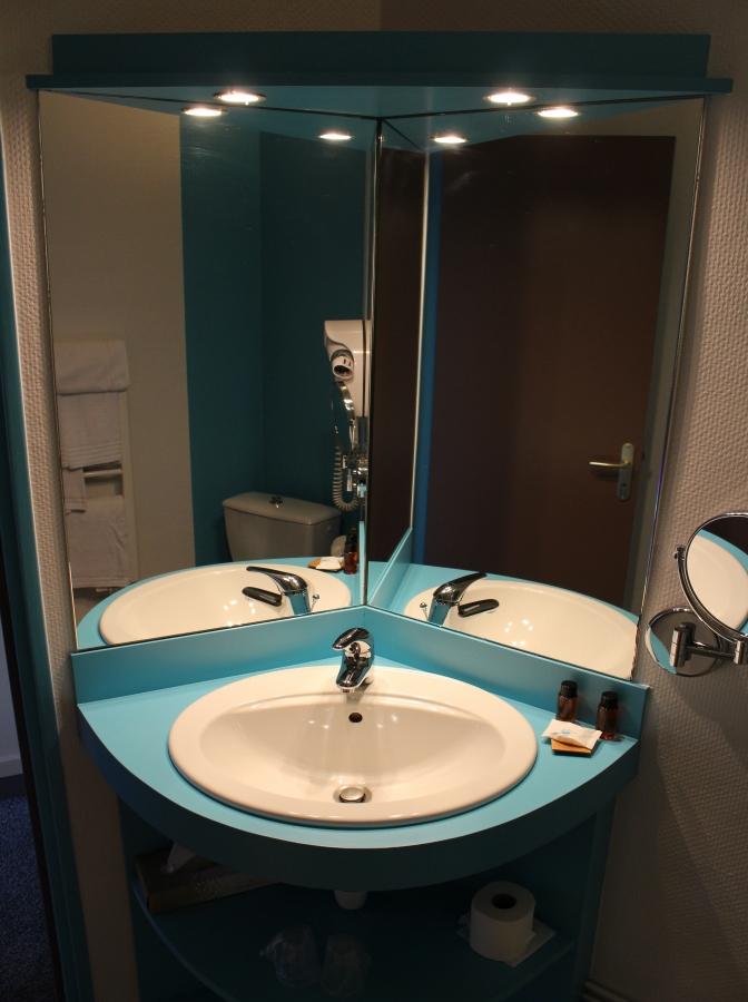 """Salle de bain chambre """"Classic"""" rénovée"""