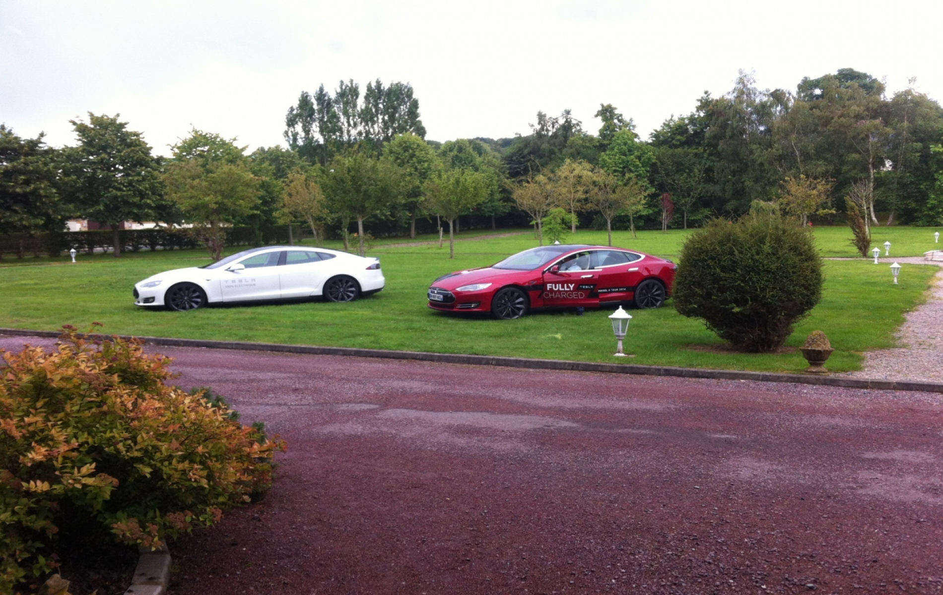 Démonstration de voiture de luxe à Deauville