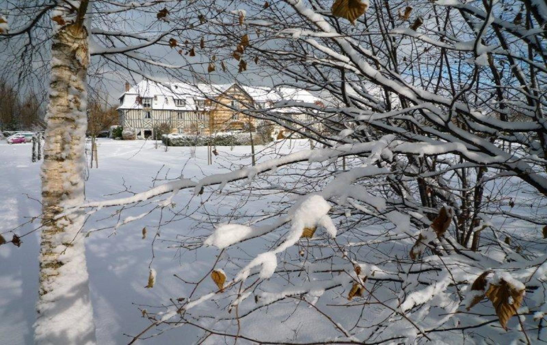 Le Manoir de la Poterie sous la neige à Deauville