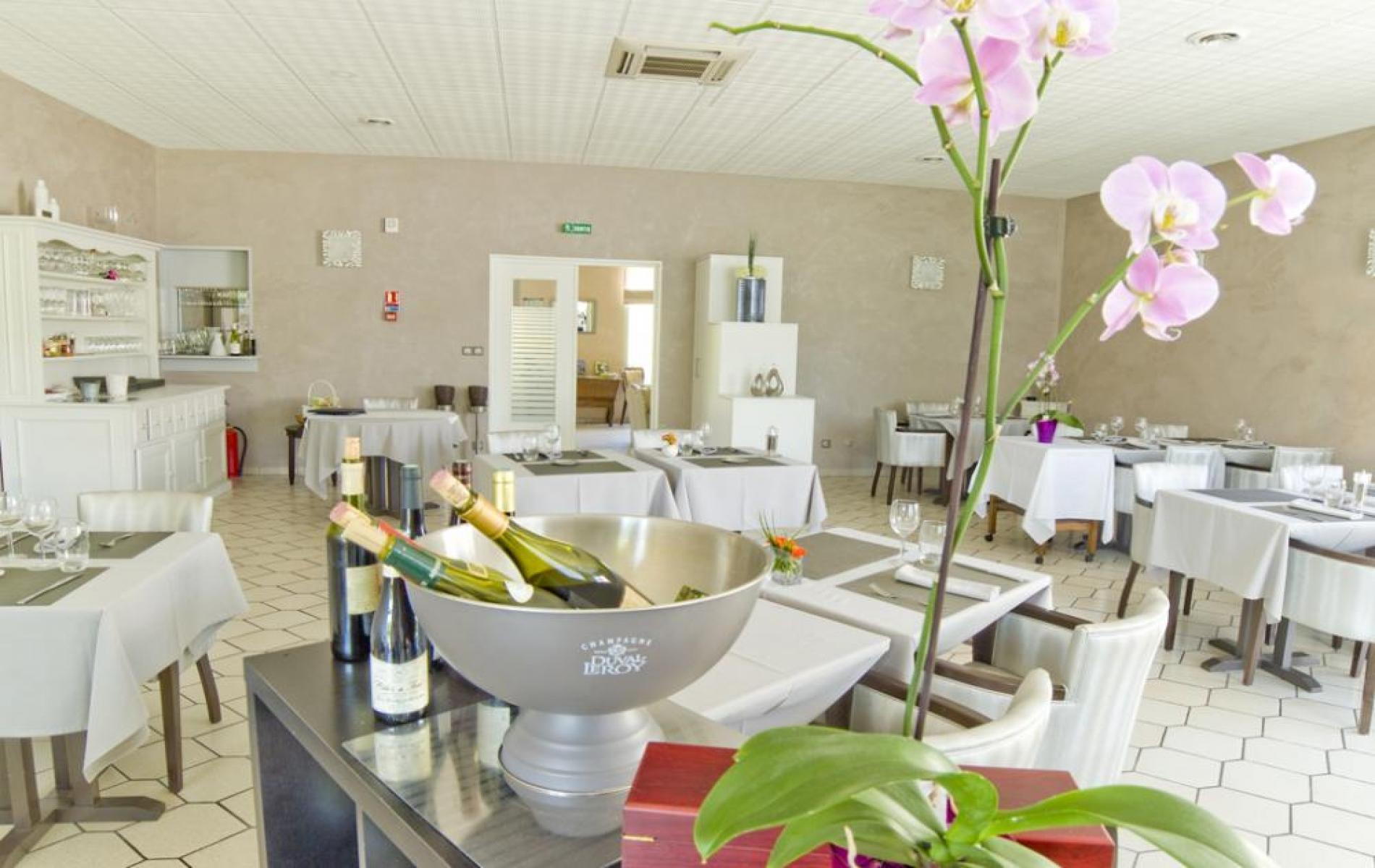 Salle du restaurant Orchidées à Verdun
