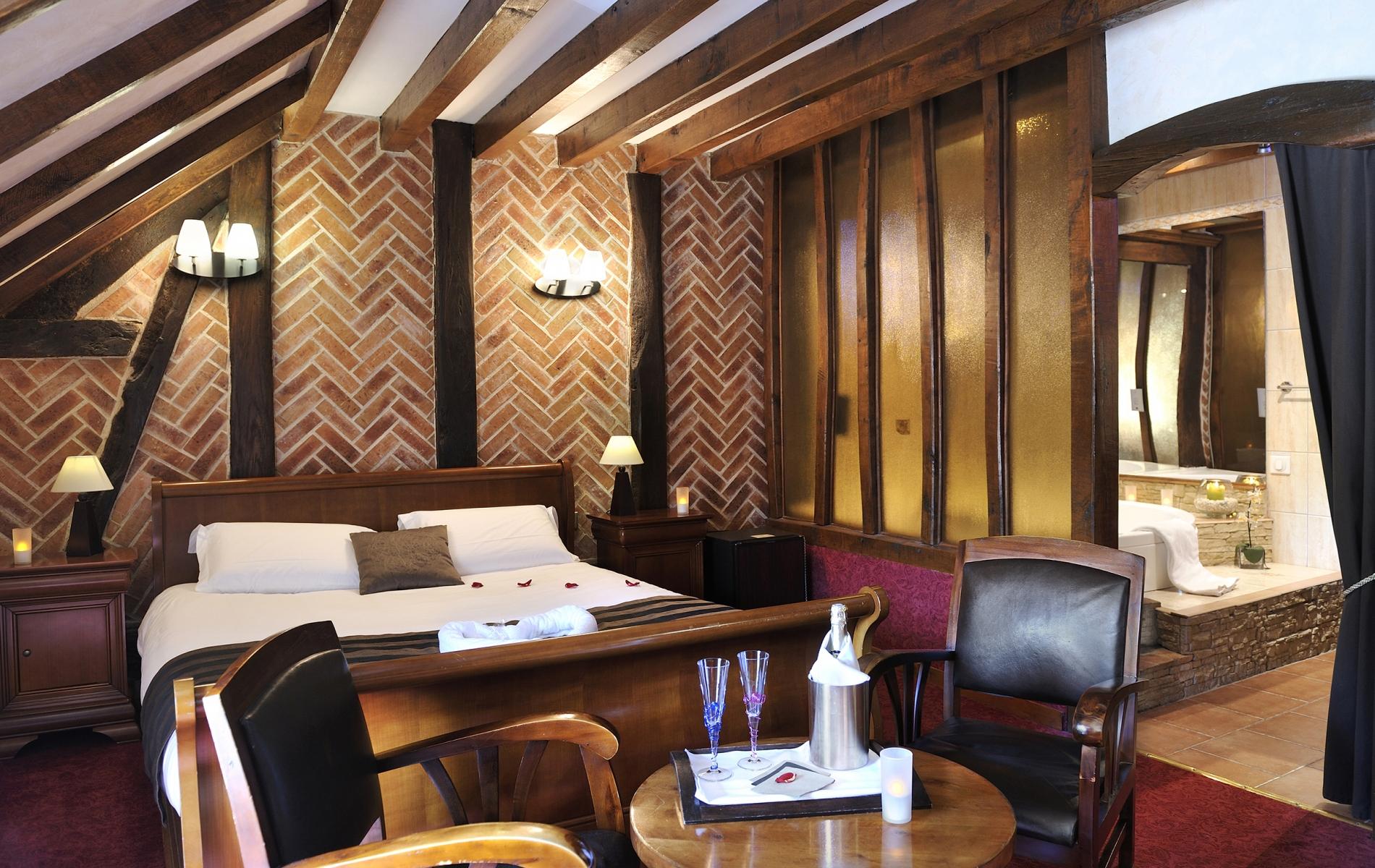 Chambres d h´tel avec jacuzzi en Mayenne les chambres de l h´tel