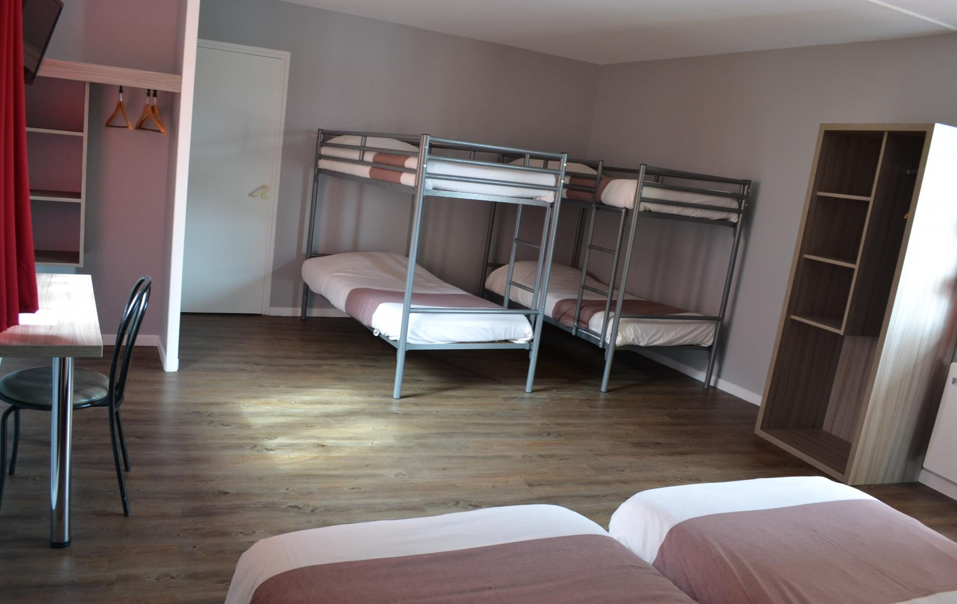 Chambre 6 personnes tarifs h tel eisenhower h tel port for Chambre hotel normandie