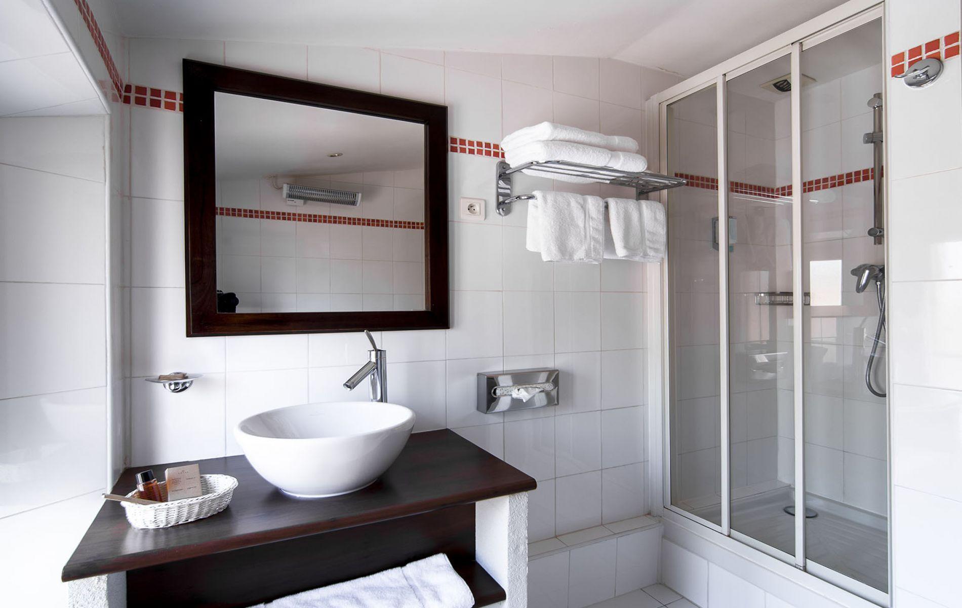 Salle de bain chambre double standard
