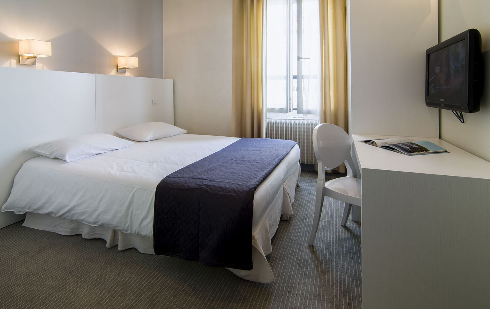 hotel plm 2 stars hotel near the cannes film festival. Black Bedroom Furniture Sets. Home Design Ideas