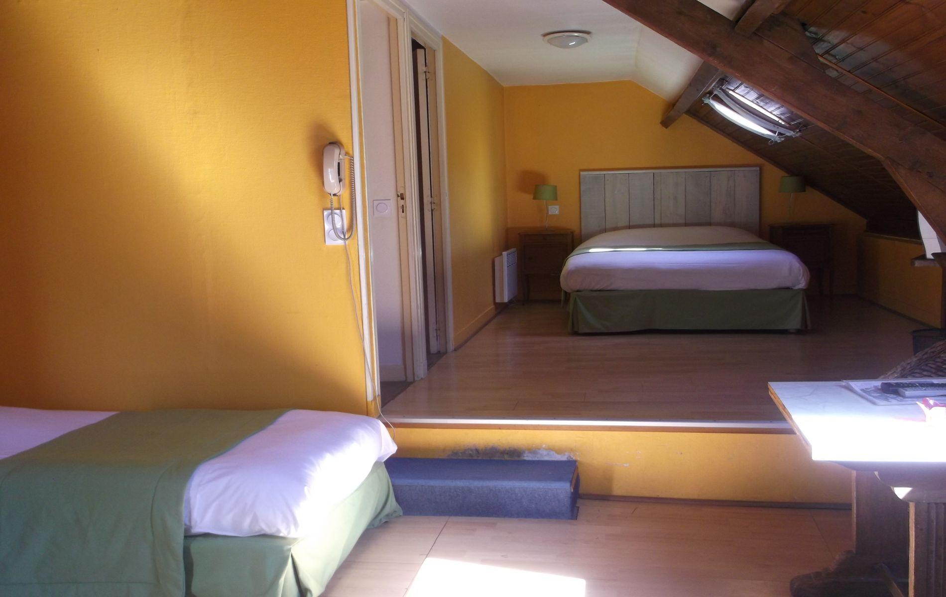chambre de l'hotel saint martin pont l'eveque