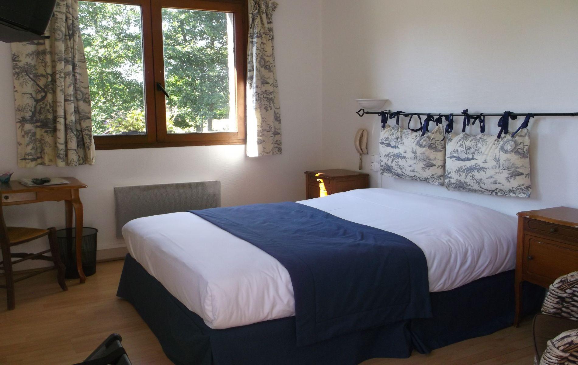 chambre double rdc de l'hotel saint martin pont l'eveque