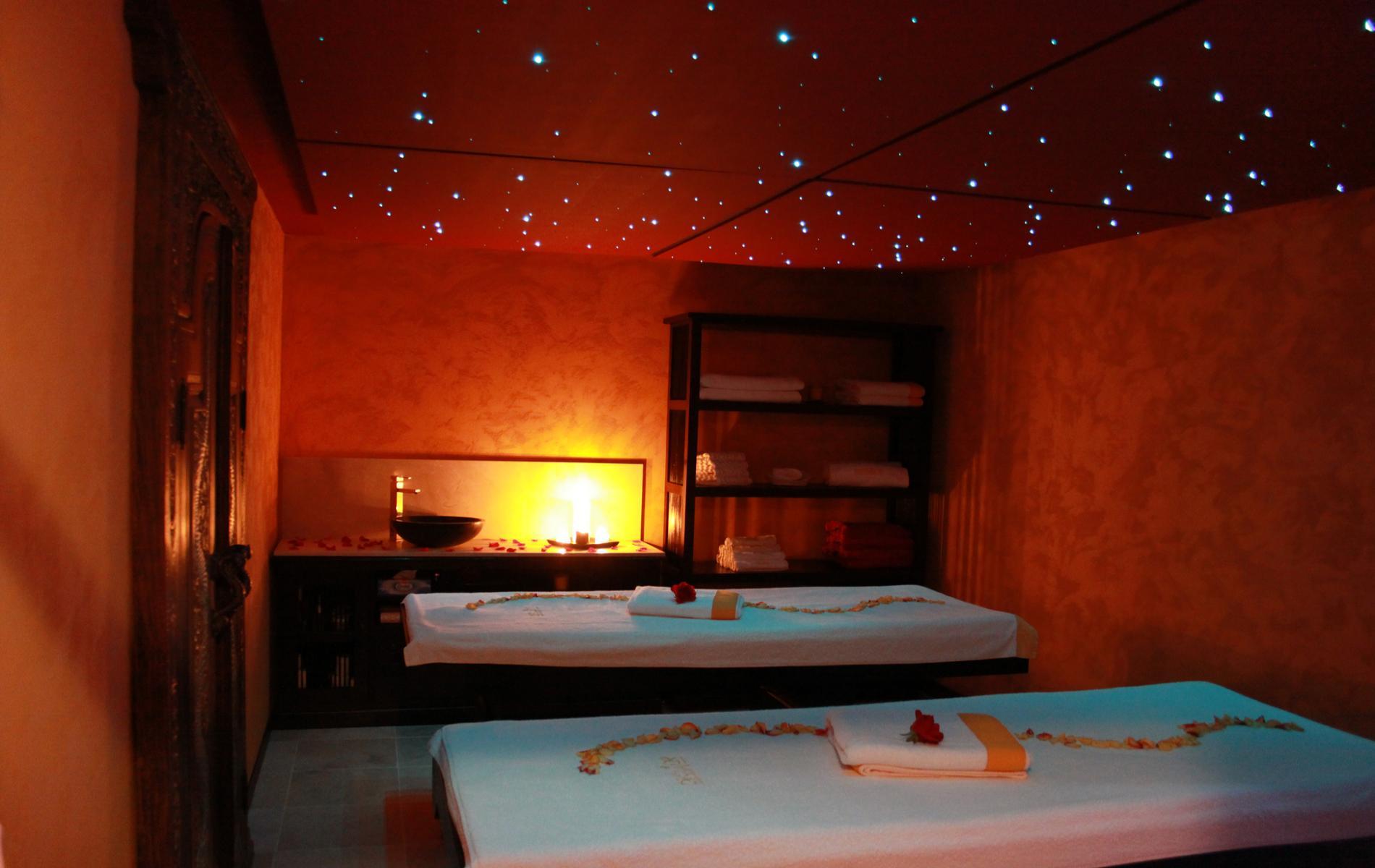 Spa honfleur spa les thermes de l 39 hotel le manoir de la for Piscine deauville spa