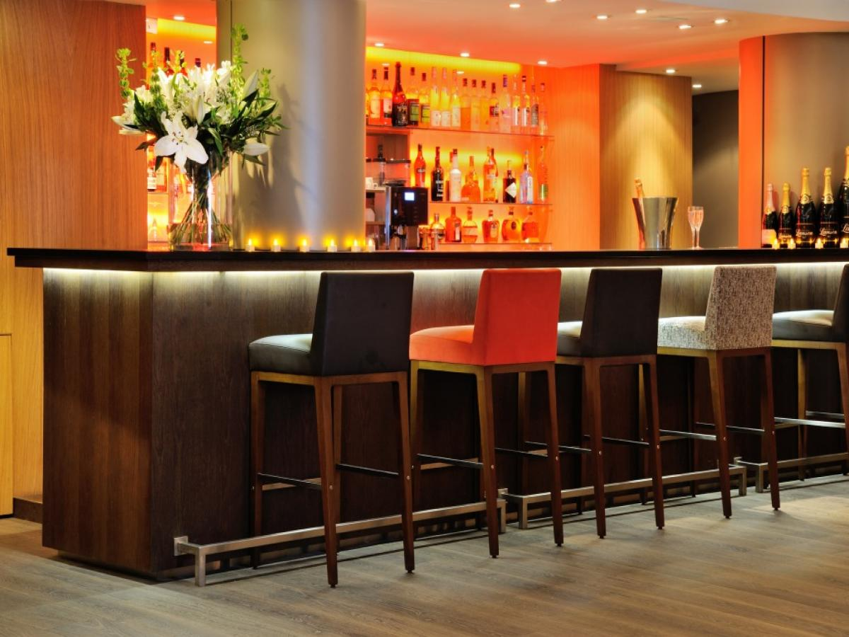 cocktails bar of hotel le savoy in m ribel. Black Bedroom Furniture Sets. Home Design Ideas