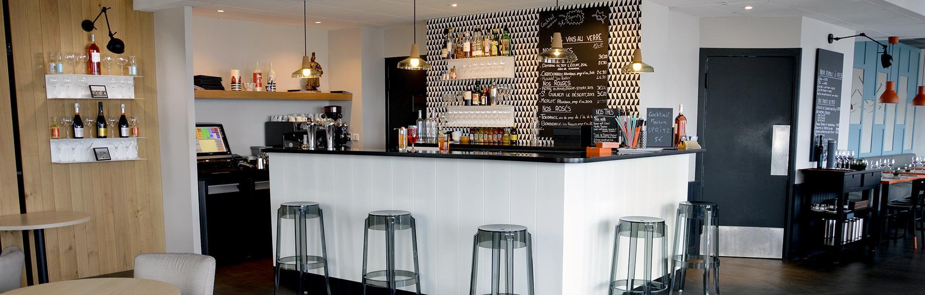 Bar du restaurant et de l'hôtel du port