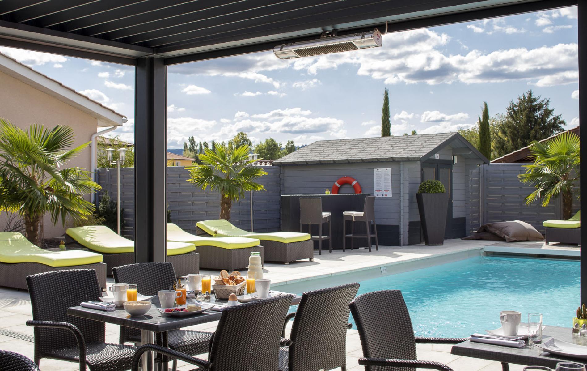 ∞Les Pierres Dorées, Hotel With Pool Near Lyon