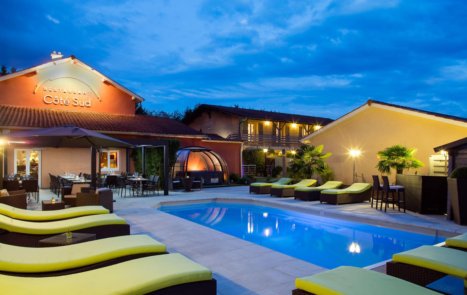 L 39 h tel restaurant spa les pierres dor es en images for Chalon sur saone piscine