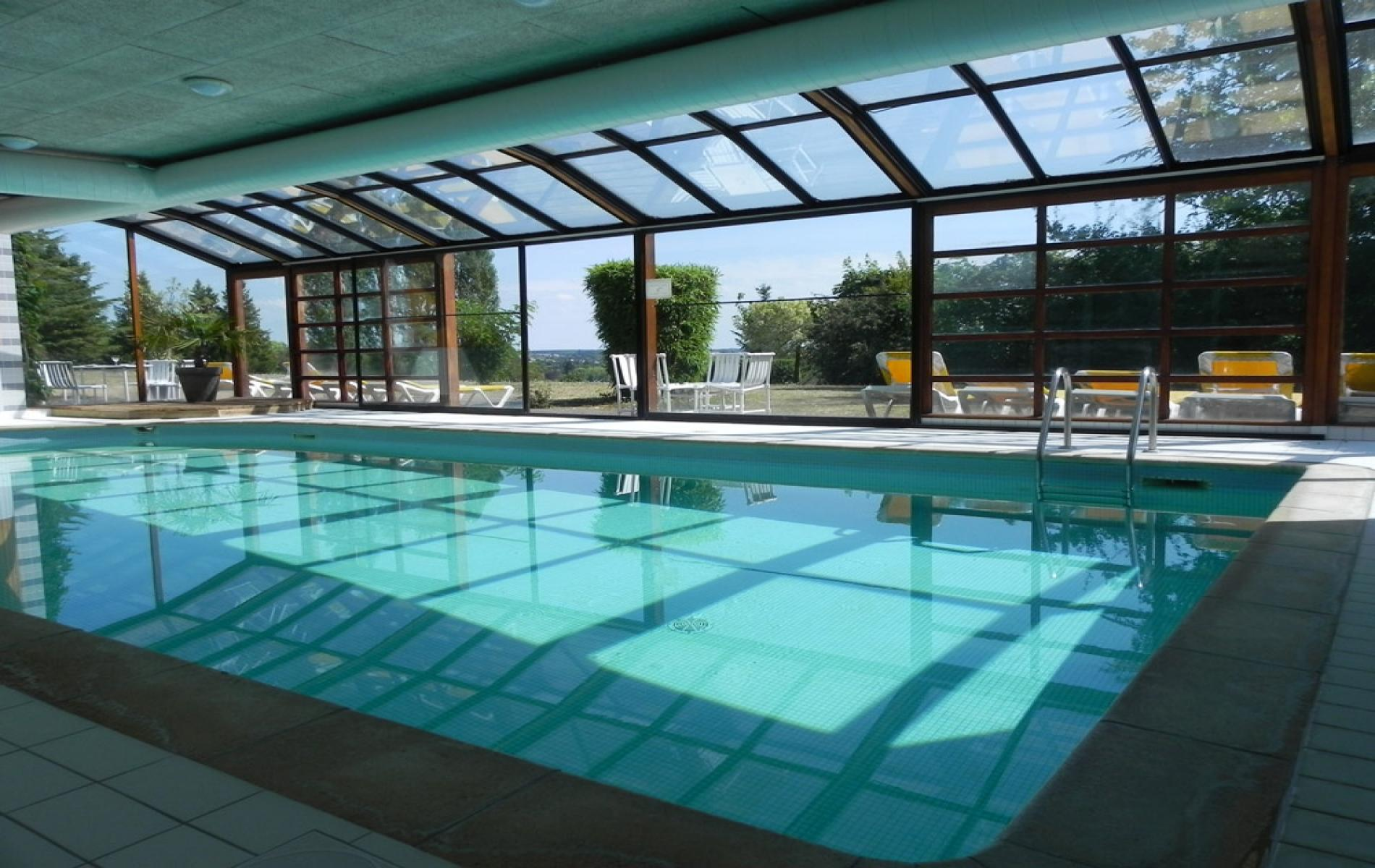 Hotel restaurant with swimming pool in loches touraine for Piscine georges vallerey