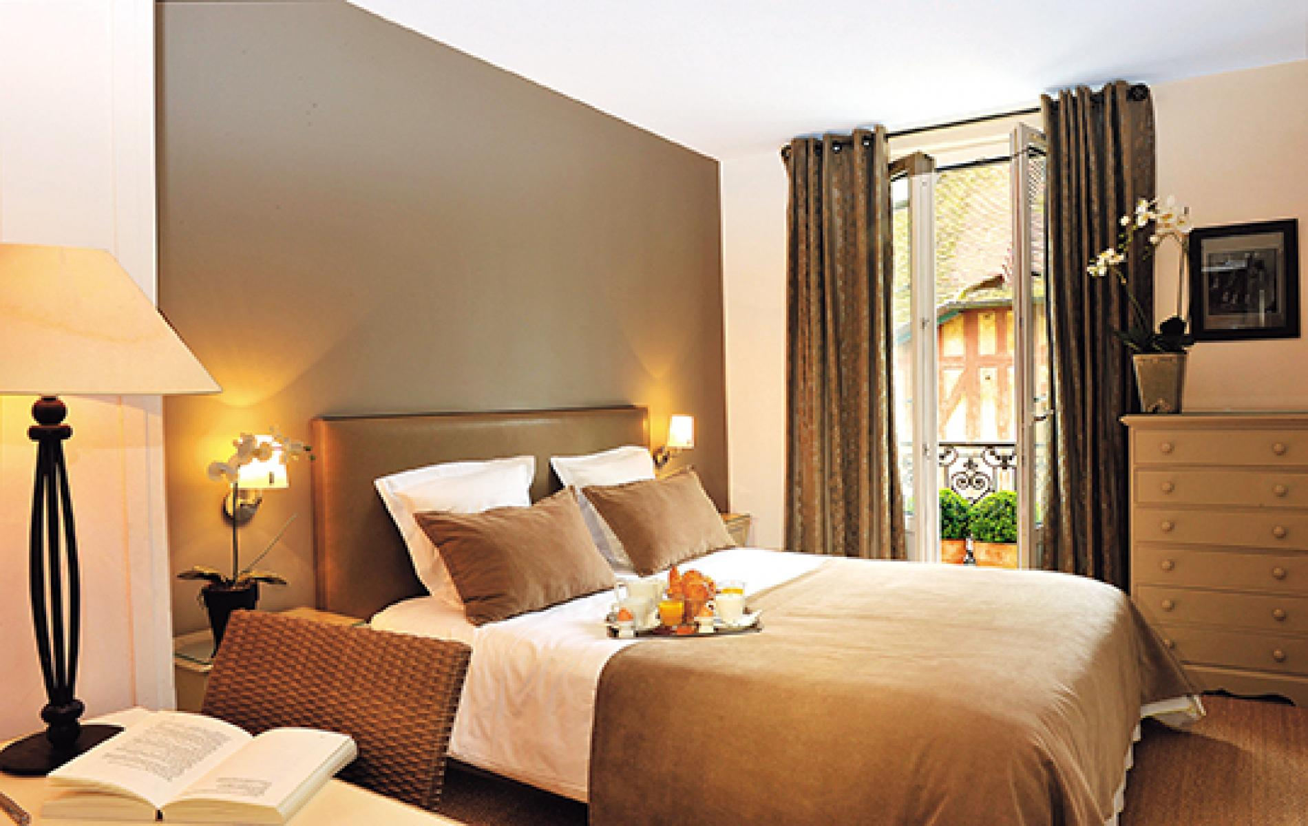 Le fer cheval hotel trouville h tel 3 toiles for Chambre d hotel normandie