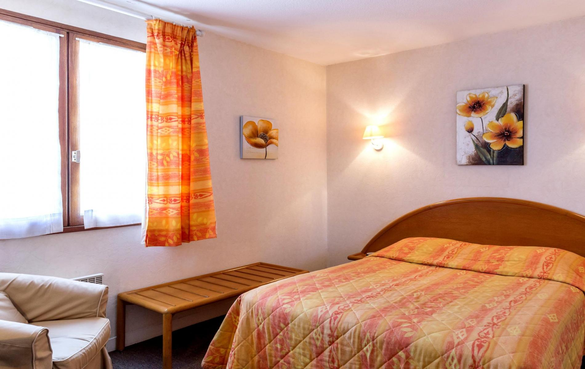 Chambres Aurea Hotel à Saintes