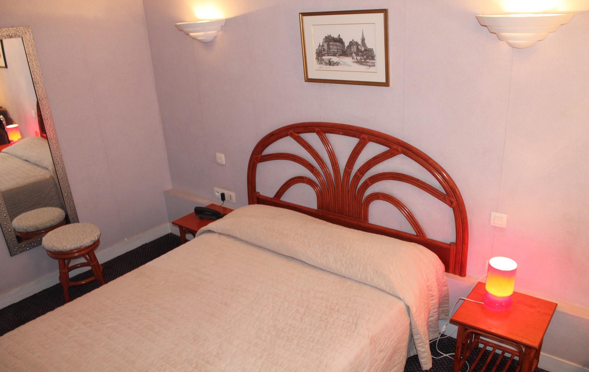 hotel pas cher honfleur le dauphin centre ville. Black Bedroom Furniture Sets. Home Design Ideas