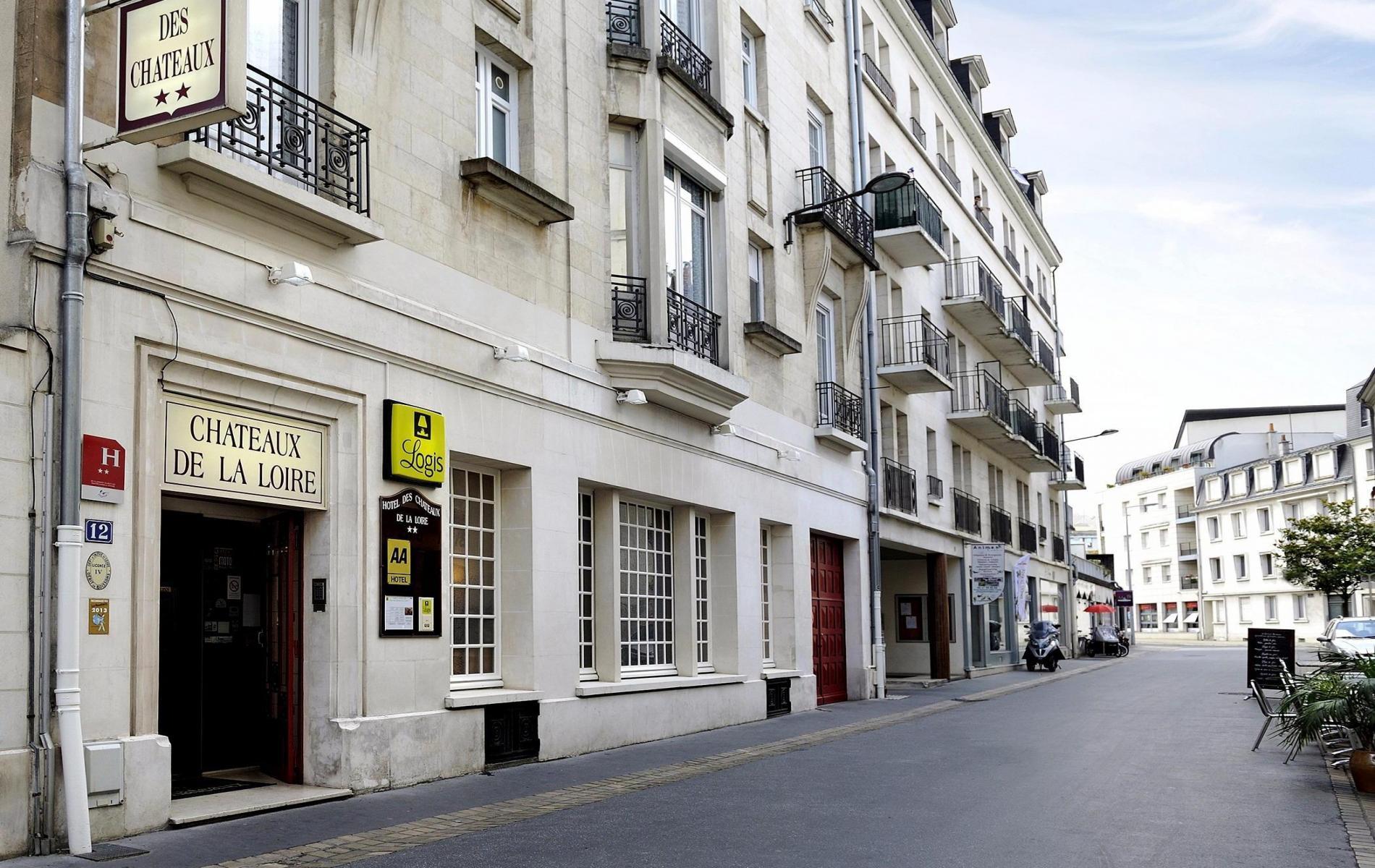 ENTREE HOTEL - 12 RUE GAMBETTA - ZONE 20 - STATIONNEMENT TEMPORAIRE AUTORISEE