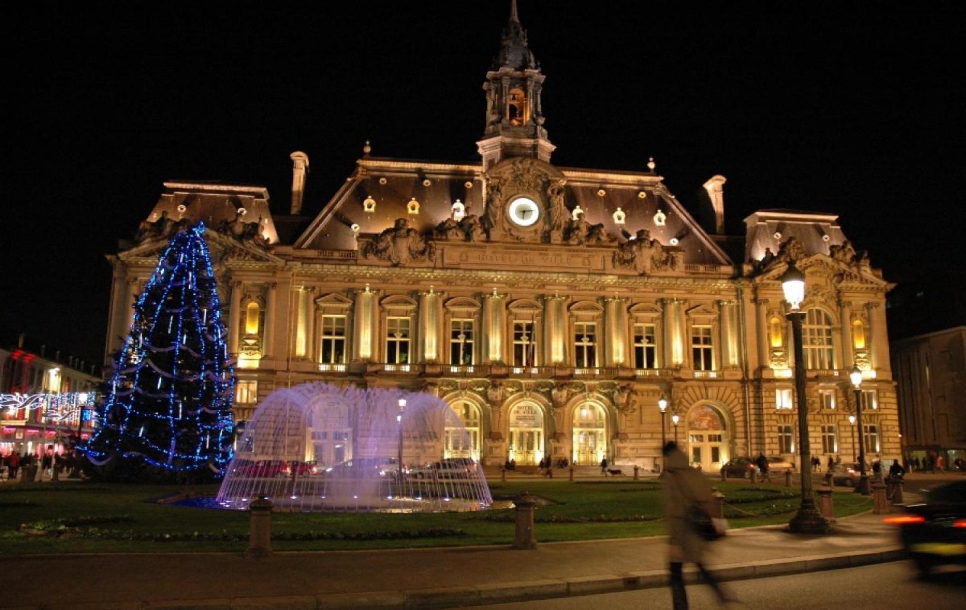 HOTEL DE VILLE DE TOURS - 5 MINUTES A PIED