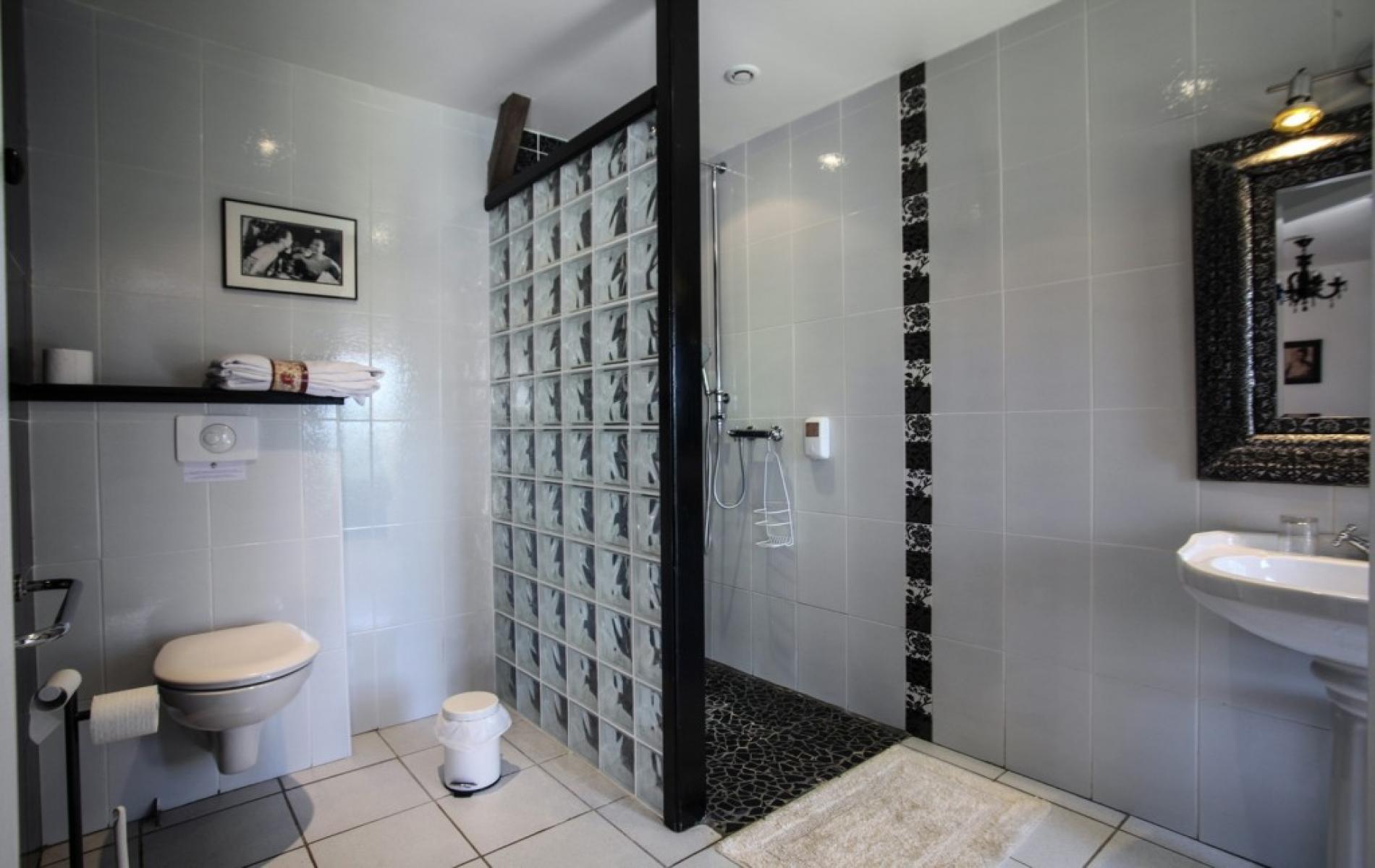 Chambre sup rieure les offres et tarifs du domaine de la for Salle bain avec douche italienne