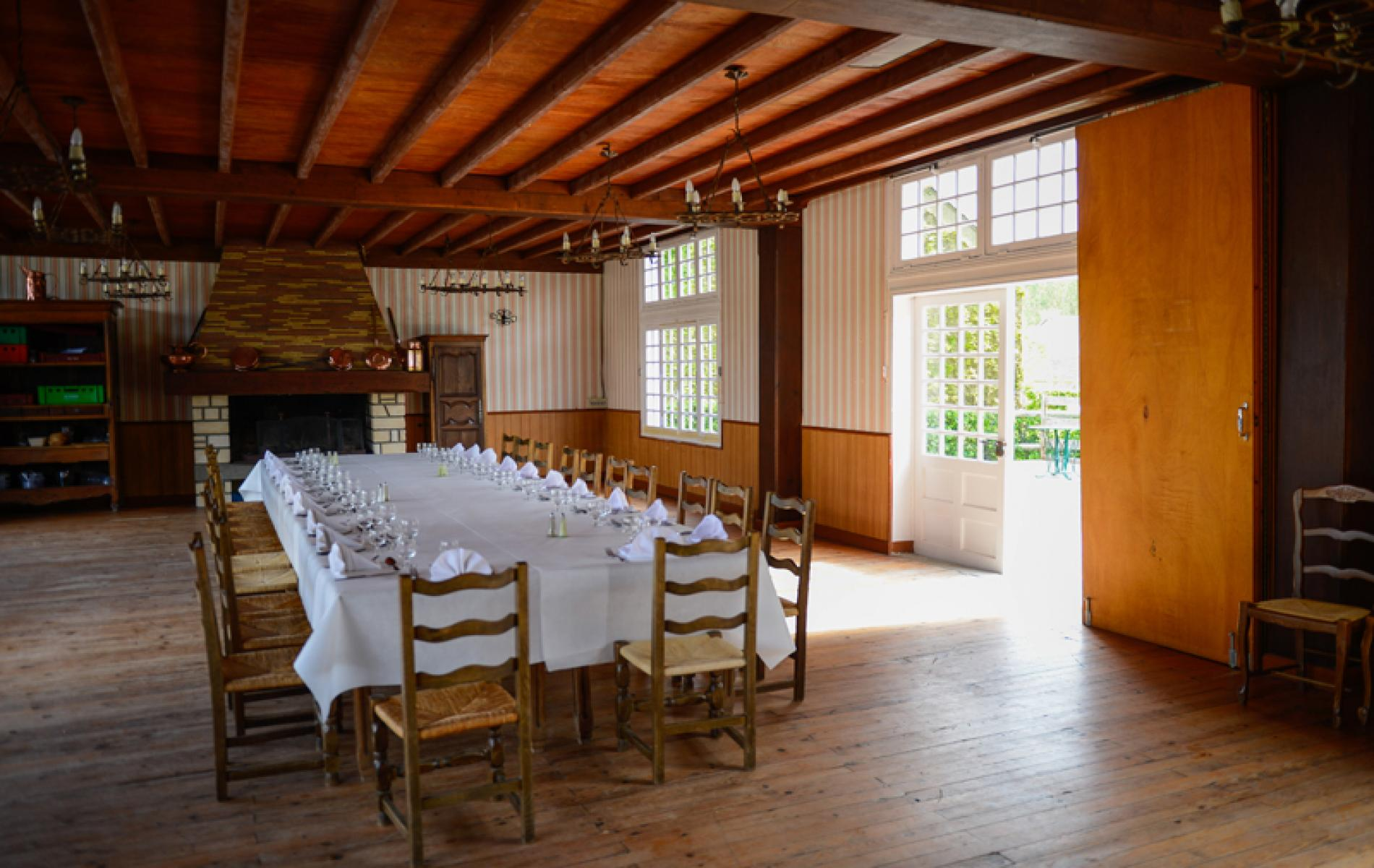 Salle de réception et accueil de groupes au restaurant de l'hôtel de la Poste