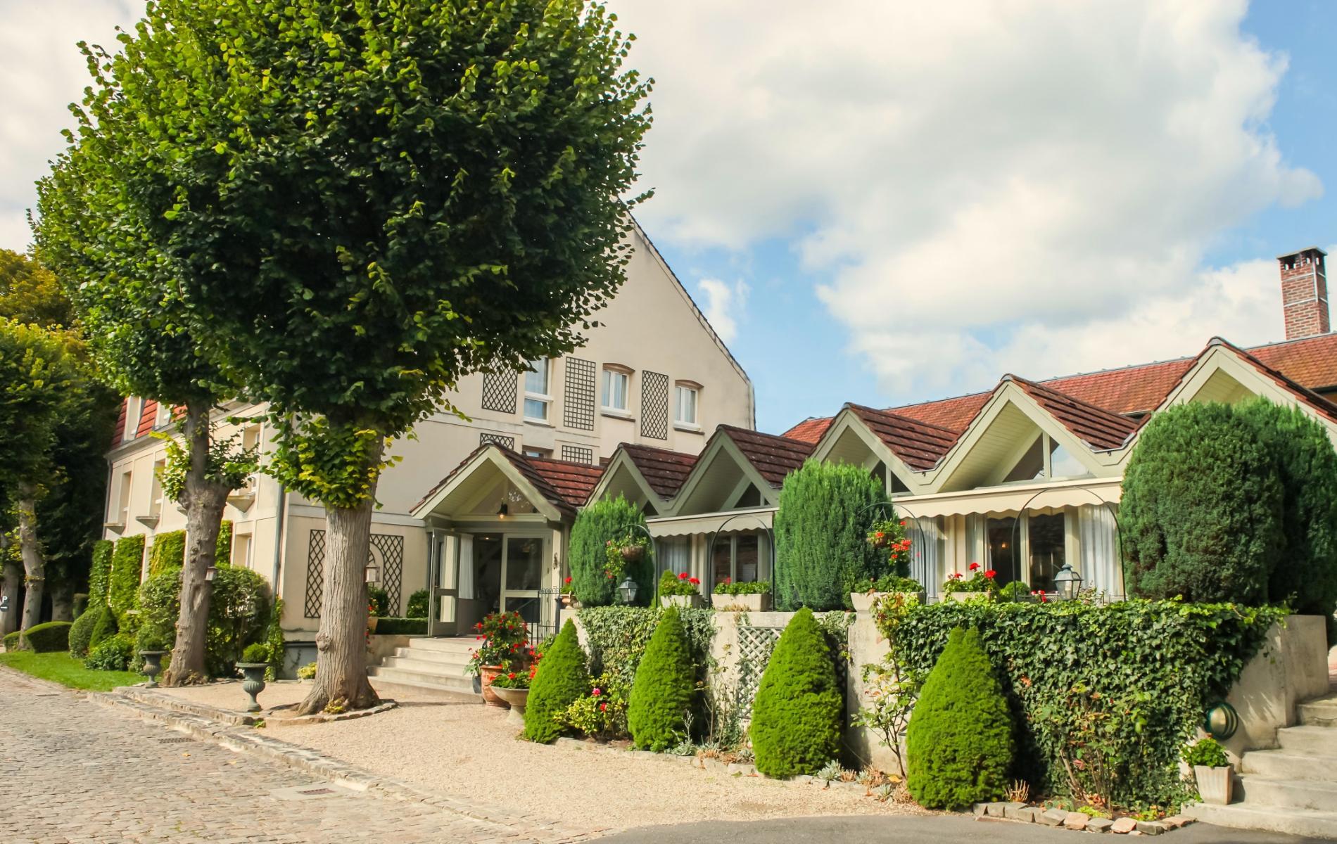 HOTEL AU COEUR DE LA FORÊT DE CHANTILLY