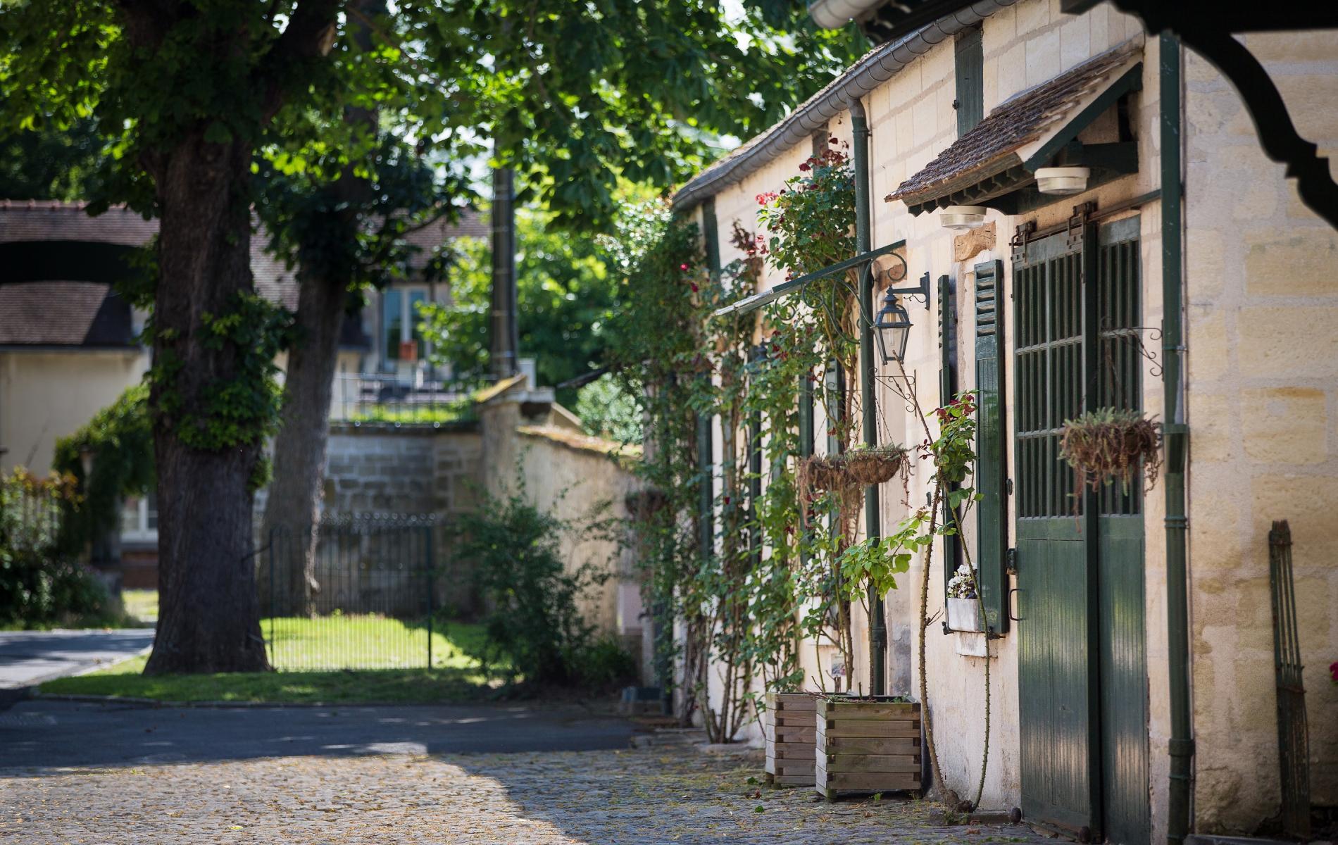 Tel Restaurant La Place Chantilly