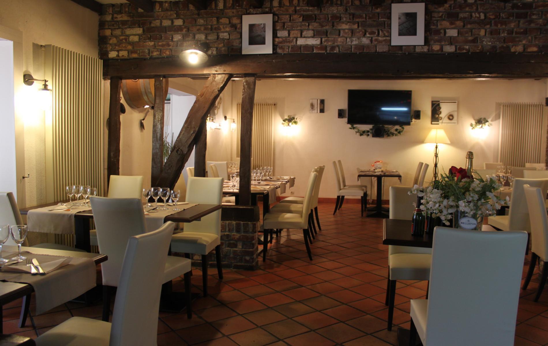 salle de restaurant avec chemin�e