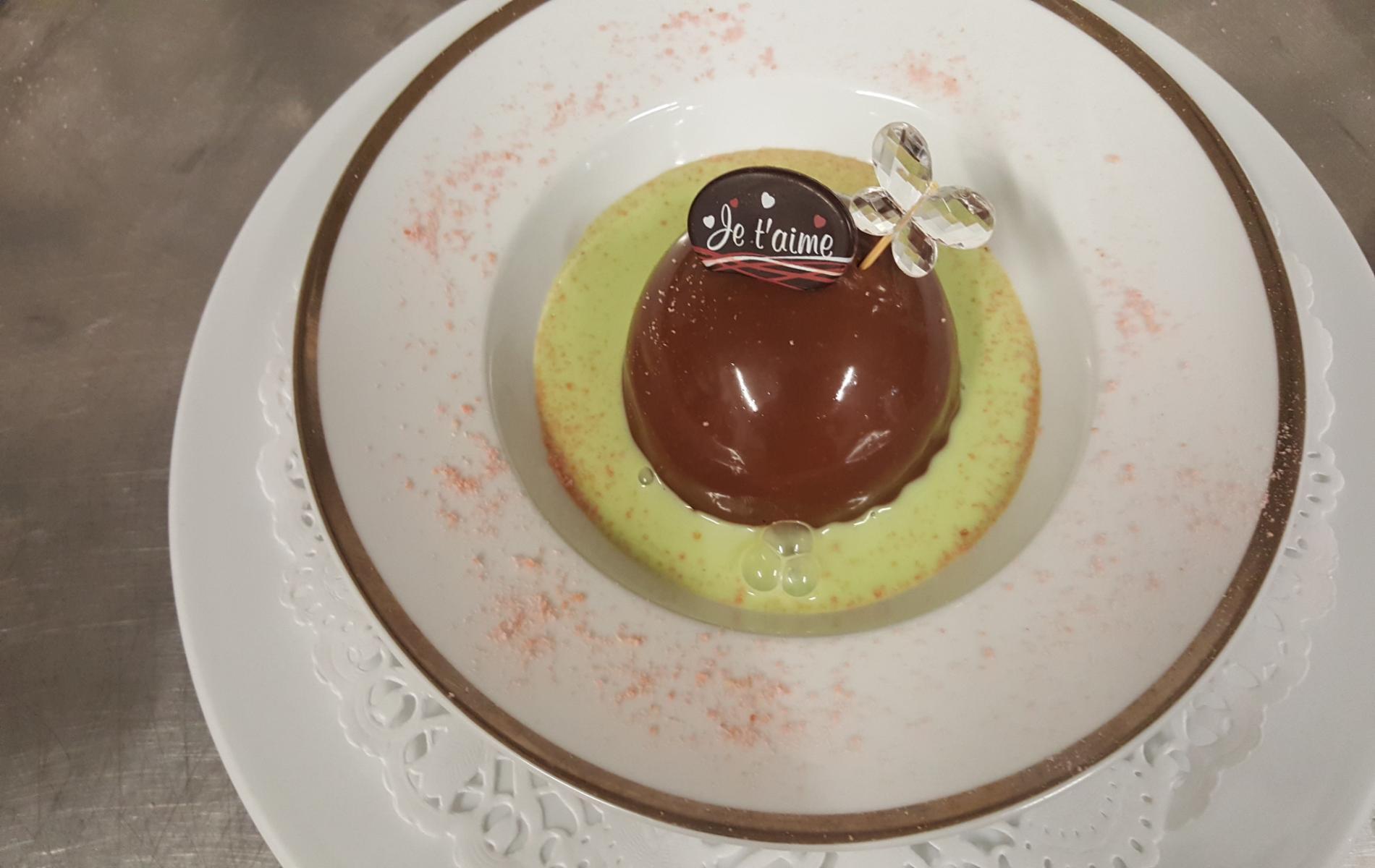 dessert saint-valentin (royal chocolat coulis de pistache)