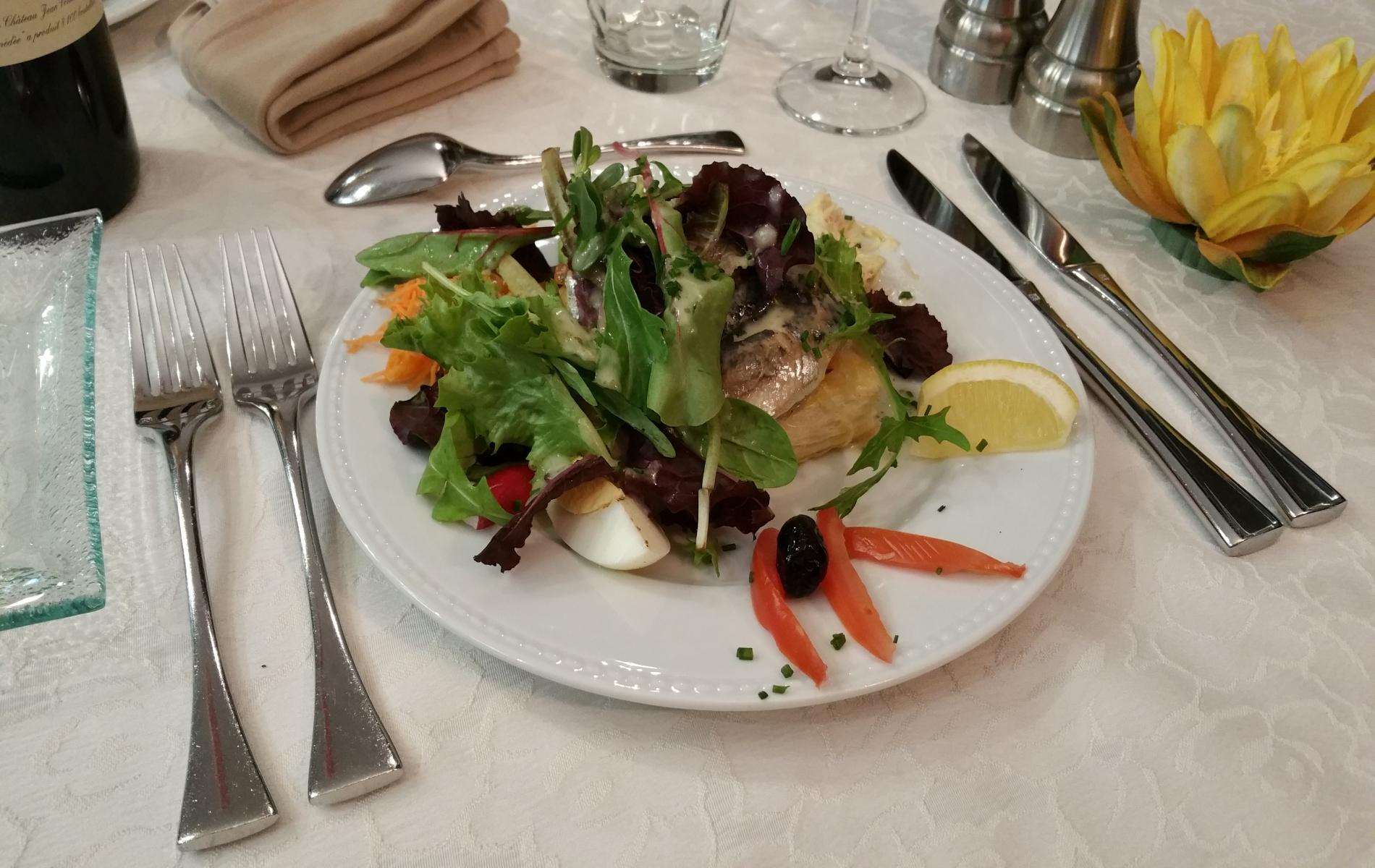 Tarte Fine de Sardines Fraîches et Salade d'Herbes