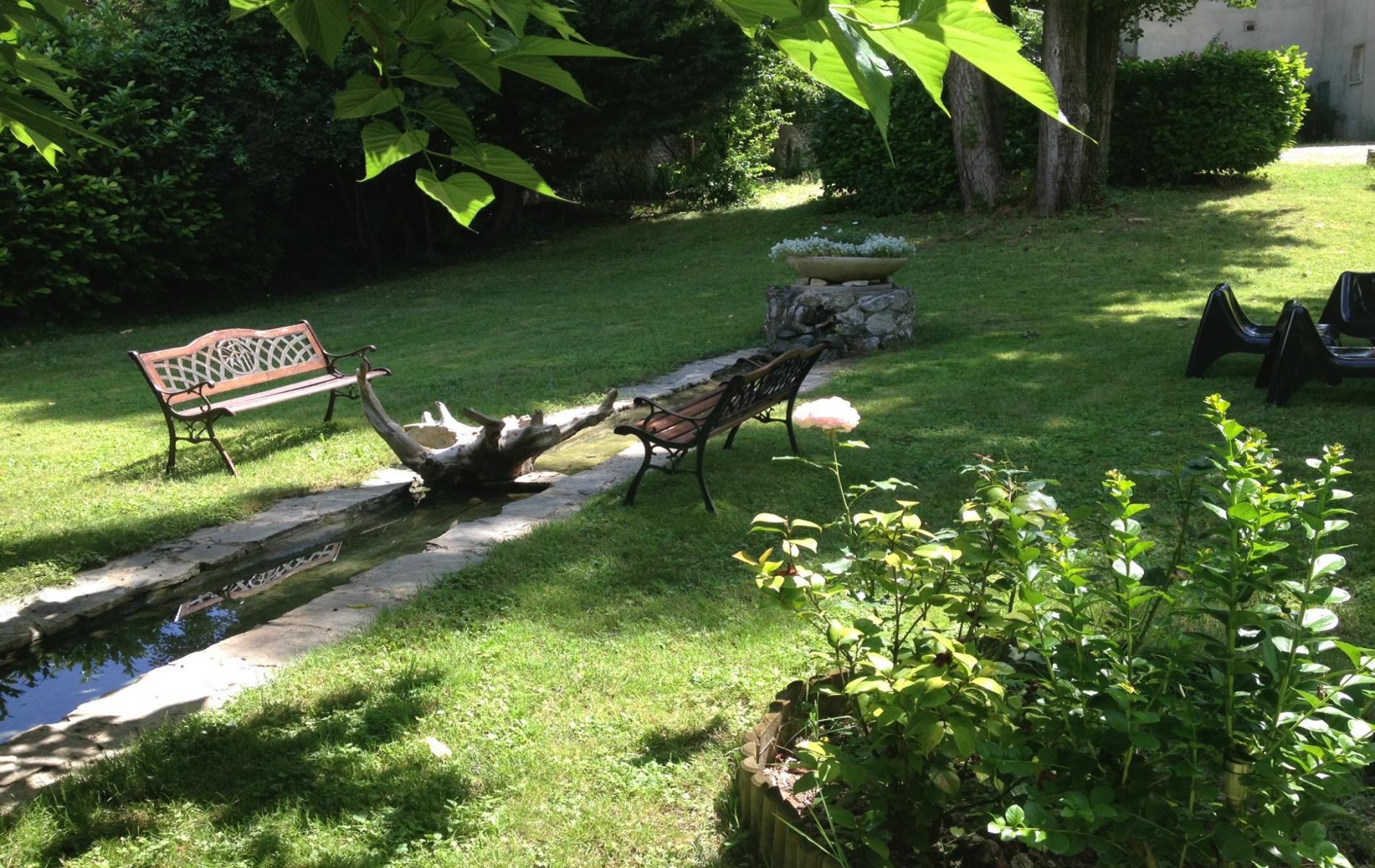 Hotel avec piscine dans le vercors le castel fleuri entre for Camping dans le vercors avec piscine