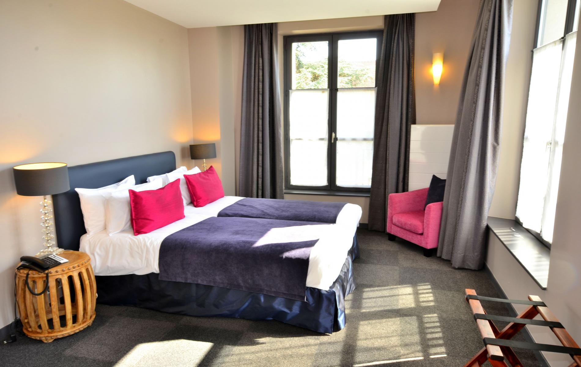 hotel roissy the auberge du chateau bleu boutique hotel situated near the airport. Black Bedroom Furniture Sets. Home Design Ideas