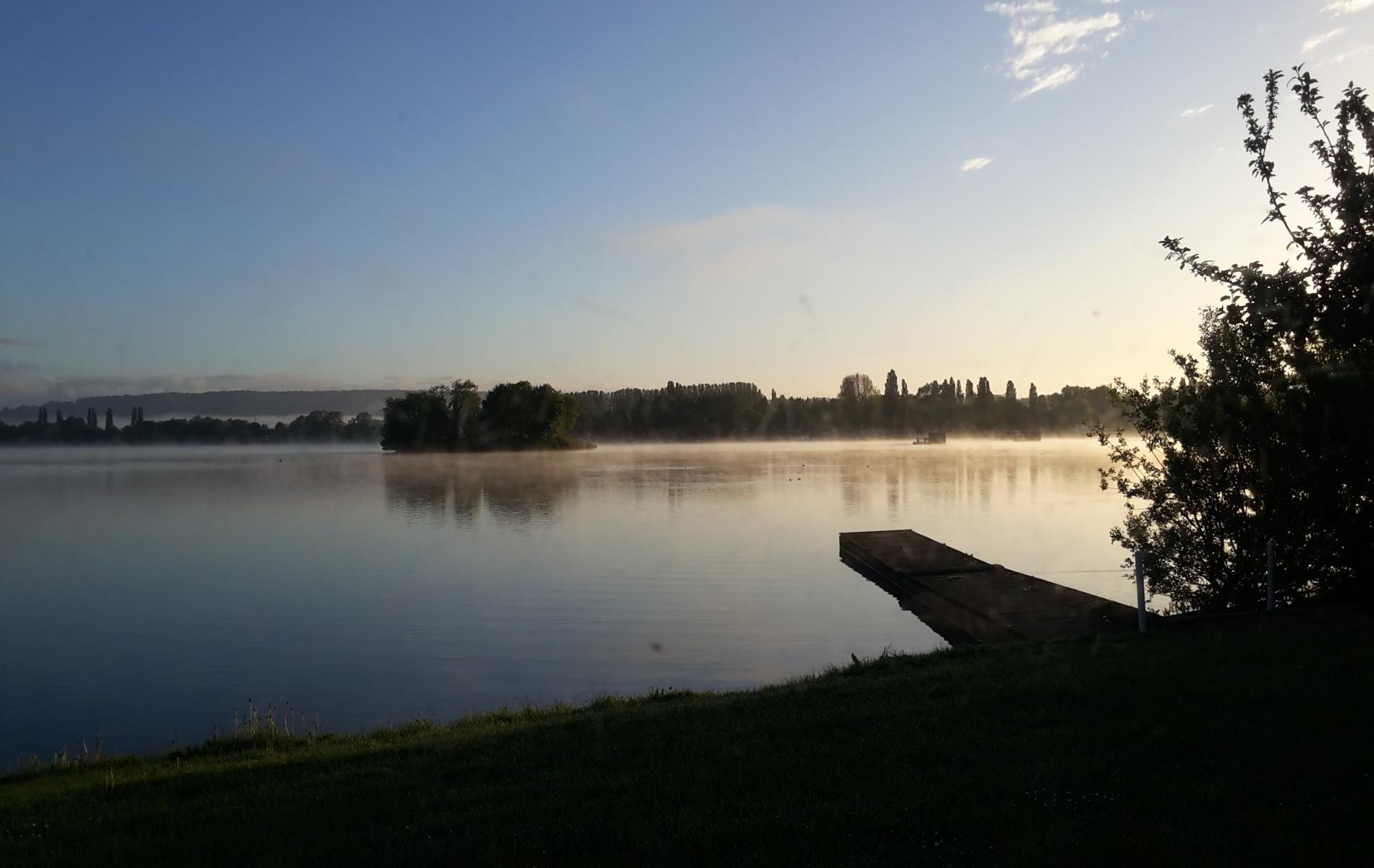 table vue sur lac