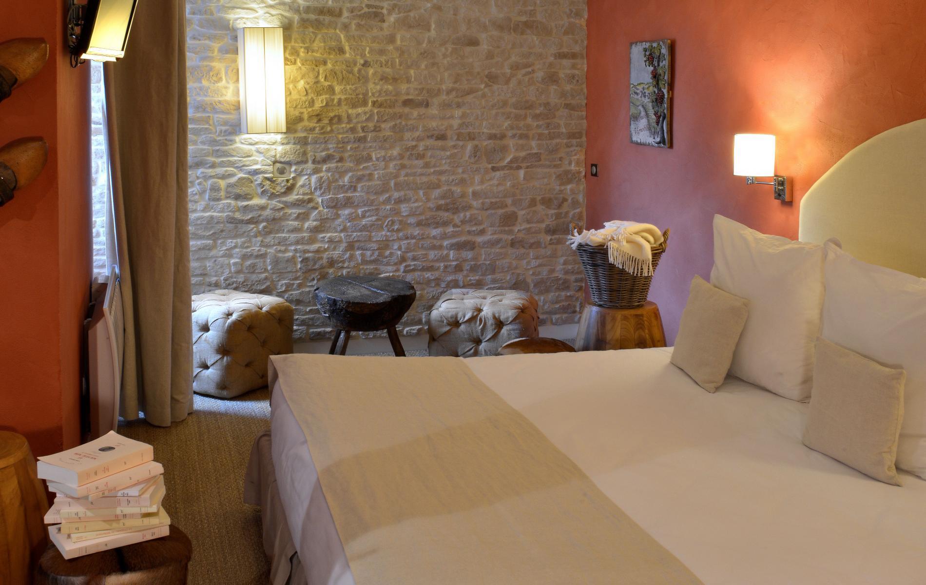 tarifs et offres de l 39 h tel les trois rois issoudun proche de ch teauroux dans l 39 indre. Black Bedroom Furniture Sets. Home Design Ideas