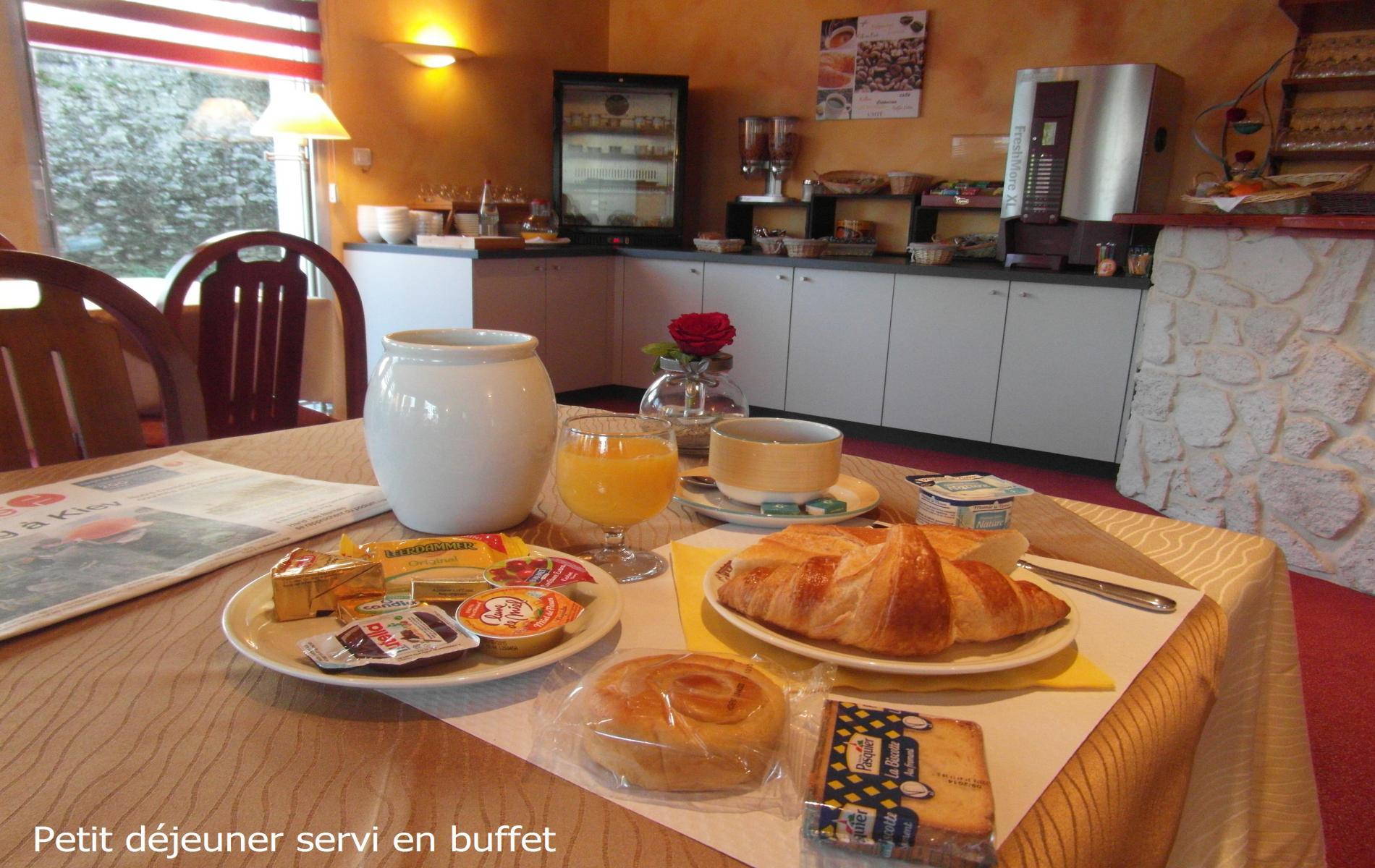 Petit déjeuner servi sous forme de buffet