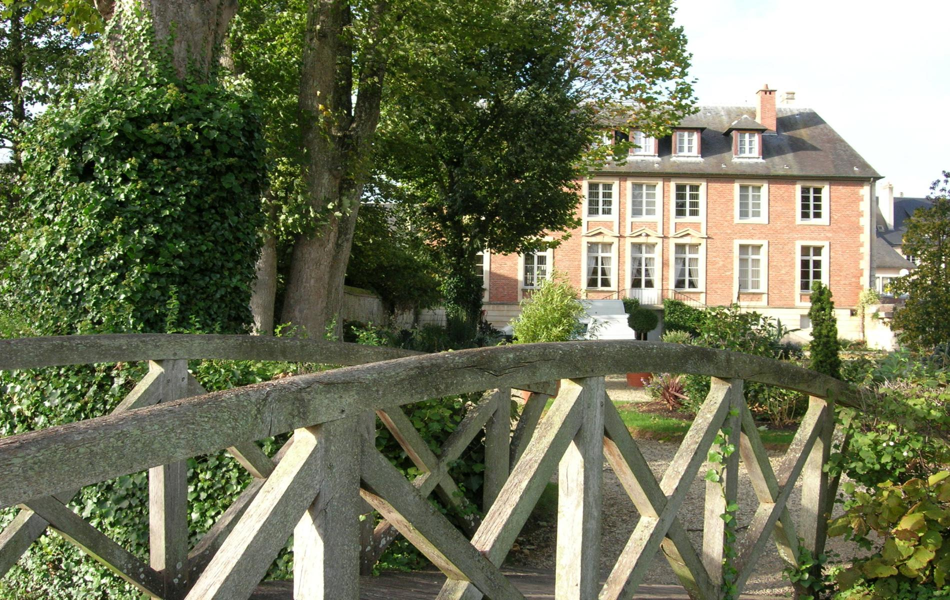 Hotel pont l 39 eveque next to deauville hotel pont l 39 eveque - Piscine pont l eveque ...