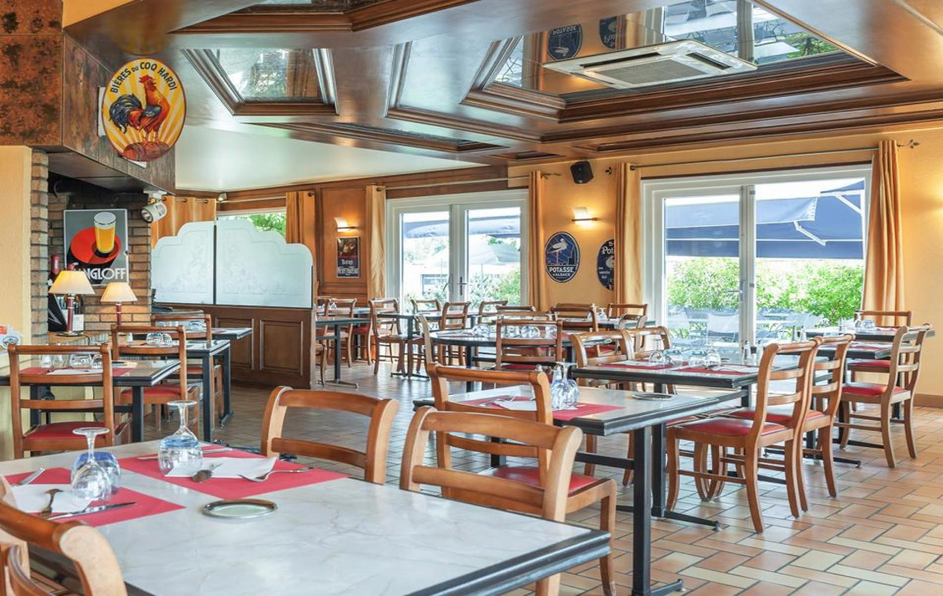 Restaurant traditionnel villefranche sur sa ne le newport - Le bureau restaurant villefranche sur saone ...