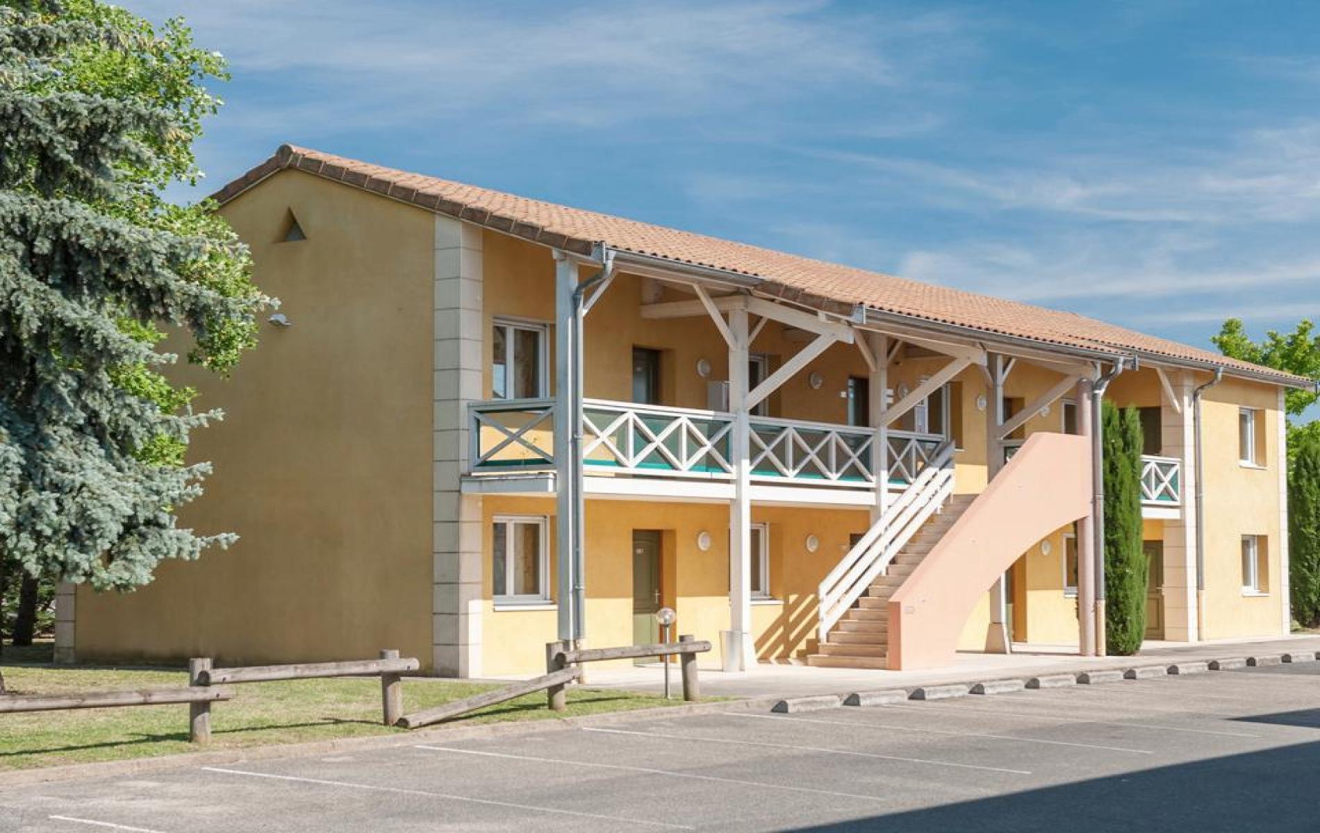Hotel newport hotel in villefranche sur sa ne near for Hotels villefranche sur saone