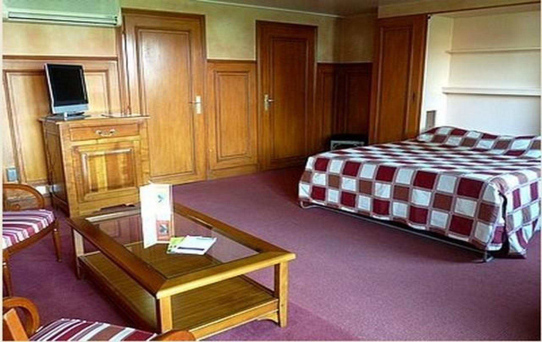 Chambre familiale extra large offres speciales hotel for Chambre de commerce villefranche sur saone